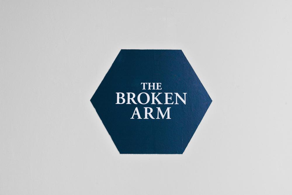 BrokenArm01.jpg