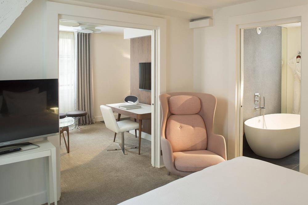 DUPOND SMITH HOTEL_JOHN DOE3.jpg