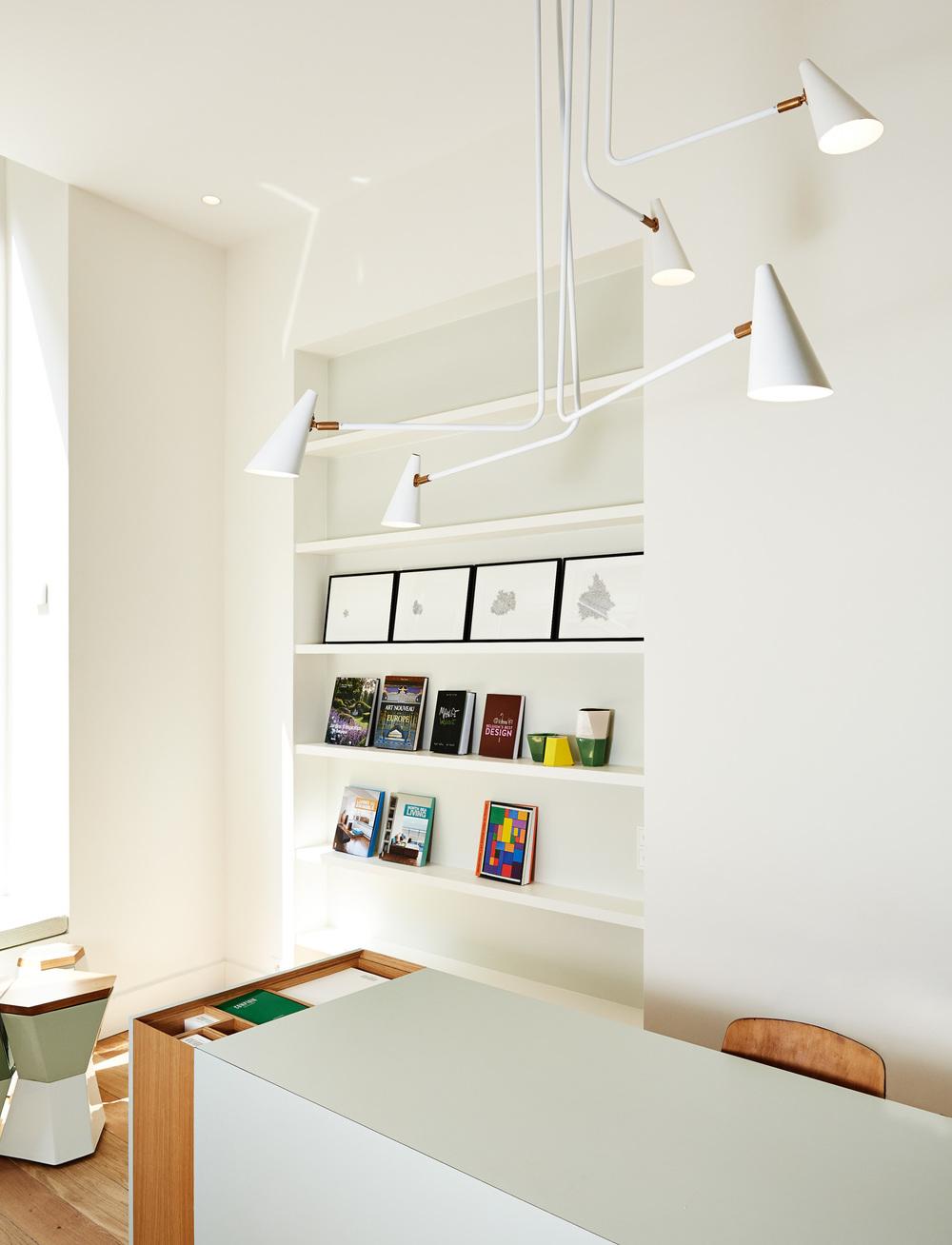 Hotel des Galeries - Front Desk.jpg