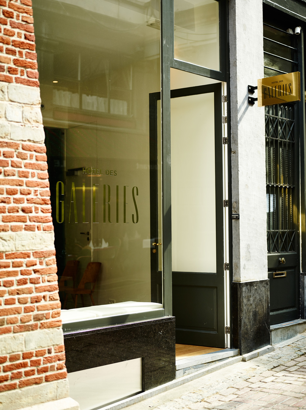 Hotel des Galeries - Entrance.jpg