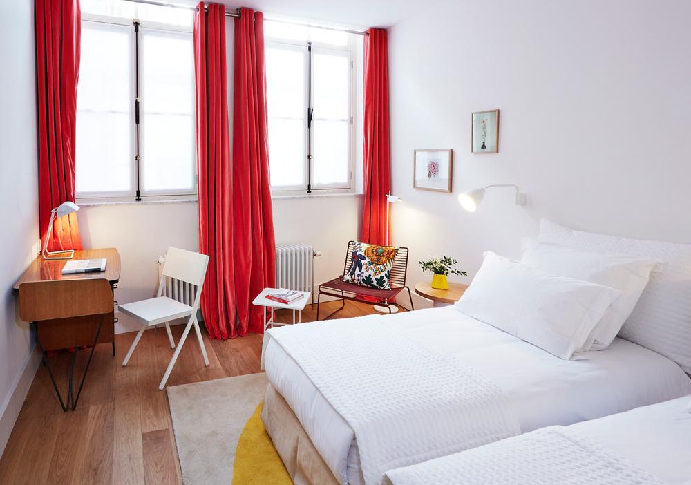 Hotel des Galeries - Deluxe Twin Room.jpg
