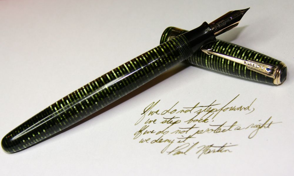 Parker Vacumatic Debutante Emerald Pearl with fine 14 k nib inked with Stipula Verde Mushiato (Musk Green)