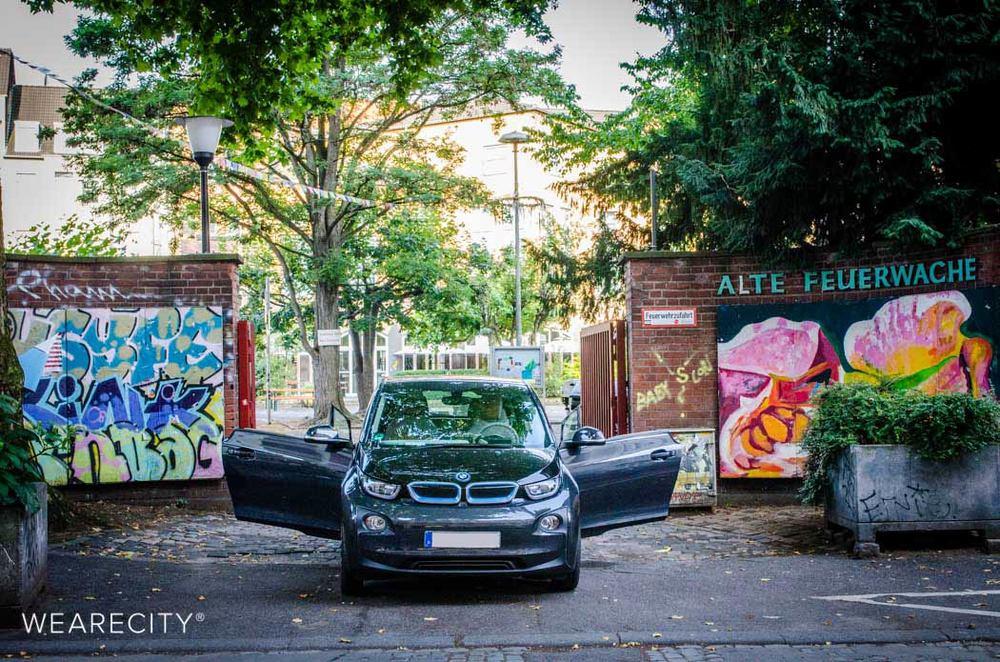 BMWi3 an der alten Feuerwache