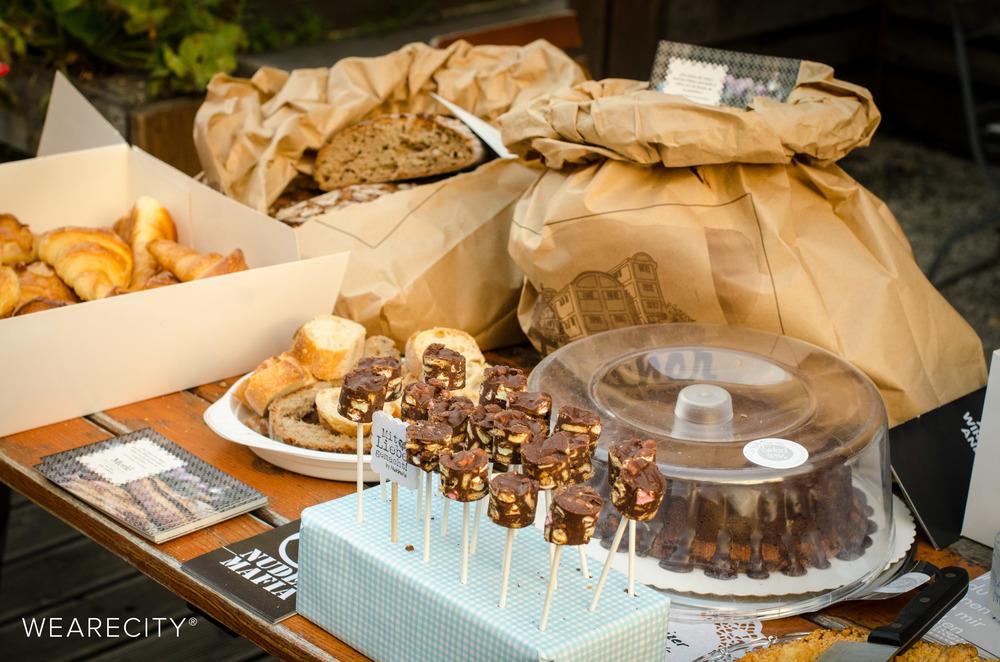 Der Brot & Süßigkeiten Tisch