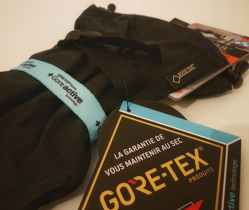 The gloves are fully waterproof with Gore-Tex material.