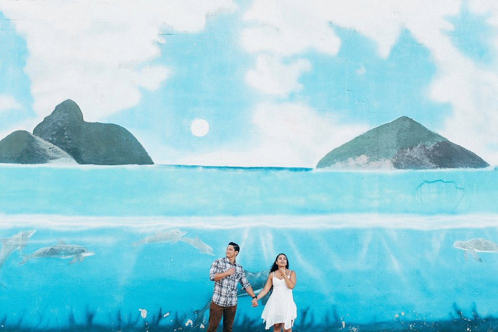 natural-engagement-photographer-at-kailua-lanikai-beach-islands-on-oahu_0003.jpg
