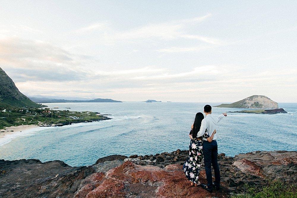 surprise-proposal-at-makapuu-beach-in-front-of-the-ocean-in-honolulu-hawaii-hidden-photographer_0017.jpg
