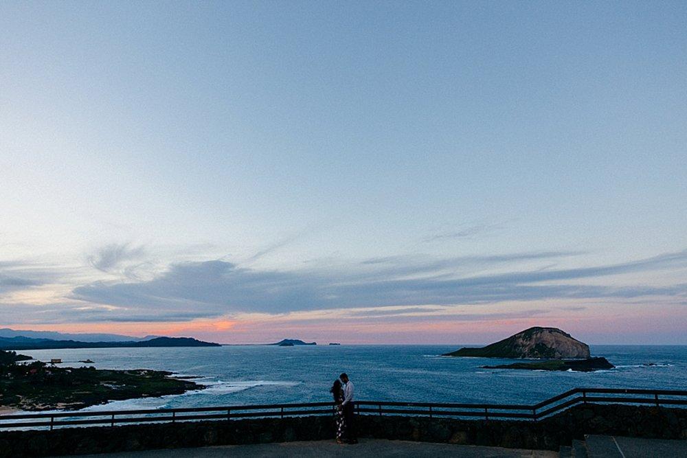 surprise-proposal-at-makapuu-beach-in-front-of-the-ocean-in-honolulu-hawaii-hidden-photographer_0024.jpg