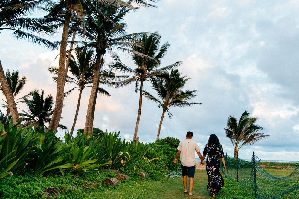 Beautiful and Happy Oahu Engagement Photos