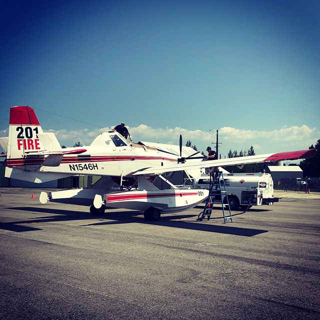 It's not every day we see a Fire Boss on the ramp, let alone two!! Troy's doin' work with these thirsty planes 😅⛽️💪🏼 #fireseason #fireboss #slinginjeta #work #sandpointairport #aviation #aviationlovers #aviationphotography #fbo #idaho