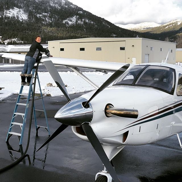We see you back there Schweitzer, but alas, we're stuck at work ⛽️✈️ #slingingjeta #aviation #quest #kodiak #work