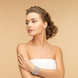 29244316 - beauty and jewelery concept - beautiful woman with pearl earrings and bracelet