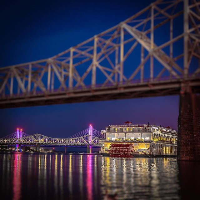 The American Duchess tucks in for the night after paddling past the Belle of Louisville and Belle of Cincinnati.  @kyderbyfestival #steamboat @bbriverboats @bellelouisville #louisvillephotographer @fourrosesbourbon