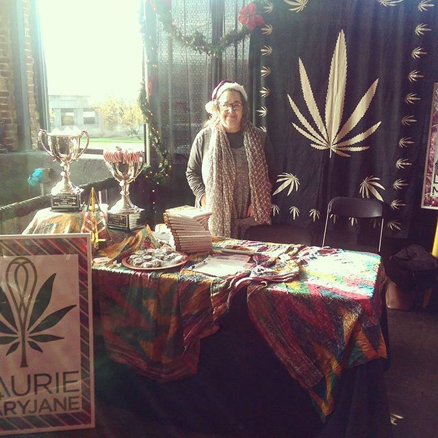 Happy Sunday on this WeedWeek! Here until 8pm, come visit while the brownies last!