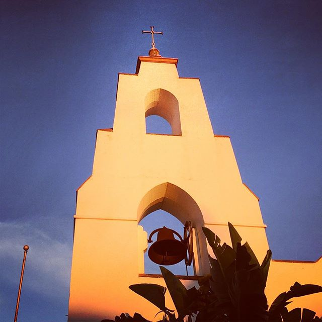 Strolling Through La Jolla #churches #conquistadores #lajolla #igrejaspelomundo #socal #bells #manadrift