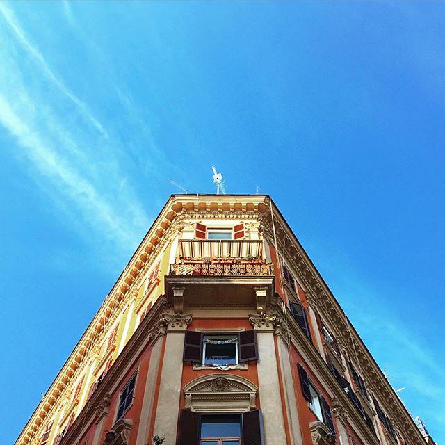 Roman Sky #rome #roma #trastevere #backtowork #italy #bluesky #manadrift