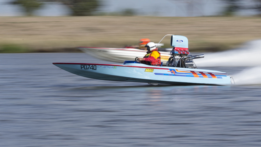 Drag Boats: Carrum: National Water Sports Centre; Suicidal Tendencies overtakes Energy