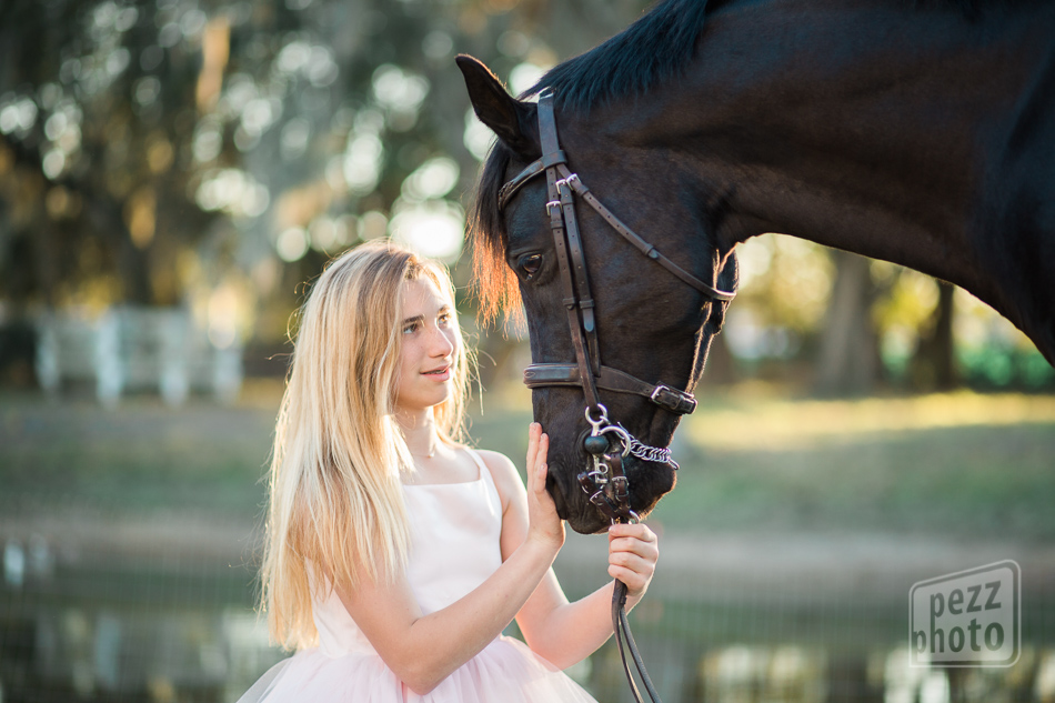 girl_and_horse_premierhunters_pezzphoto