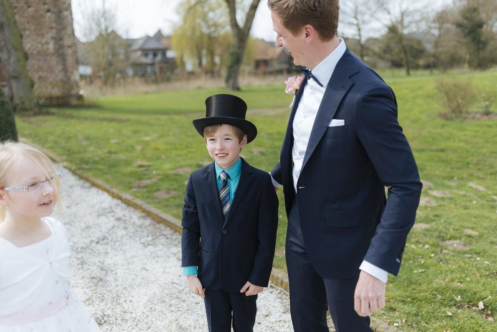 Hochzeitsfotograf-Schlossruine-Hertefeld-Weeze-050.jpg