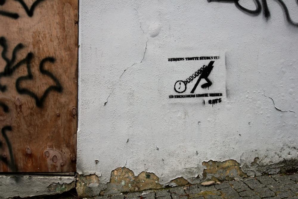 Bergens studenter skal hvafornoe? Tolk søkes til stencil på Nordnes.