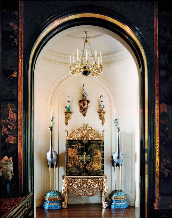 hbz-1012-ann-getty-josephine-bonaparte-chandelier-sLod4V-xln.jpg