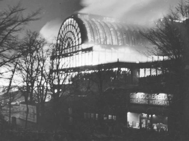 Crystal_Palace_fire_1936.jpg