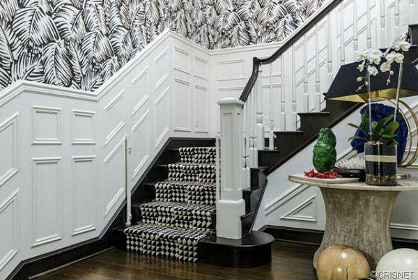 Kourtney Kardashian's staircase / Hallway. Love the panelling and carpet!