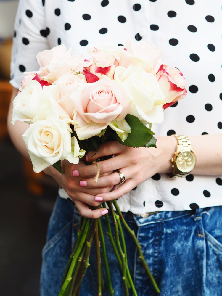 In this post I'm sharing how to make a hand tied bouquet, using any flowers but dusky pink roses or peonies are absolutely beautiful. Would be perfect for a DIY bridal bouquet!