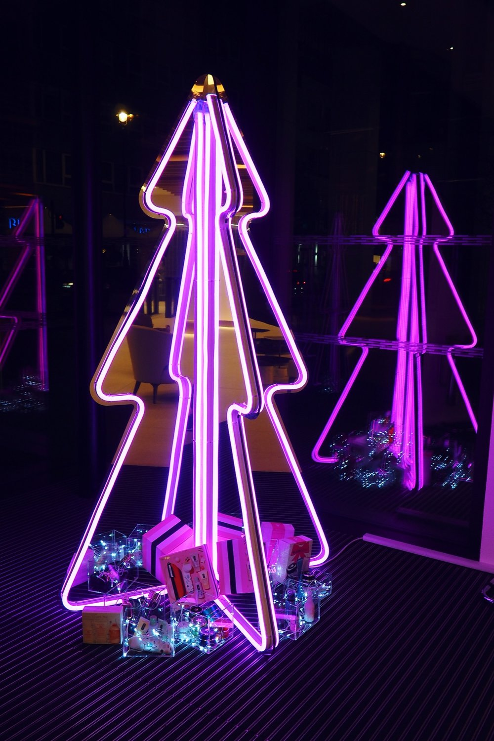 I Designed A Neon Xmas Tree For Est 201 E Lauder Sarah
