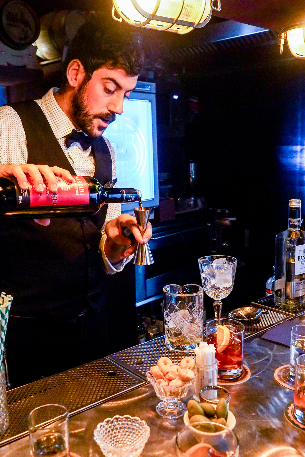 things to do in Florence, Italy. Cocktail making at Bitter Bar.