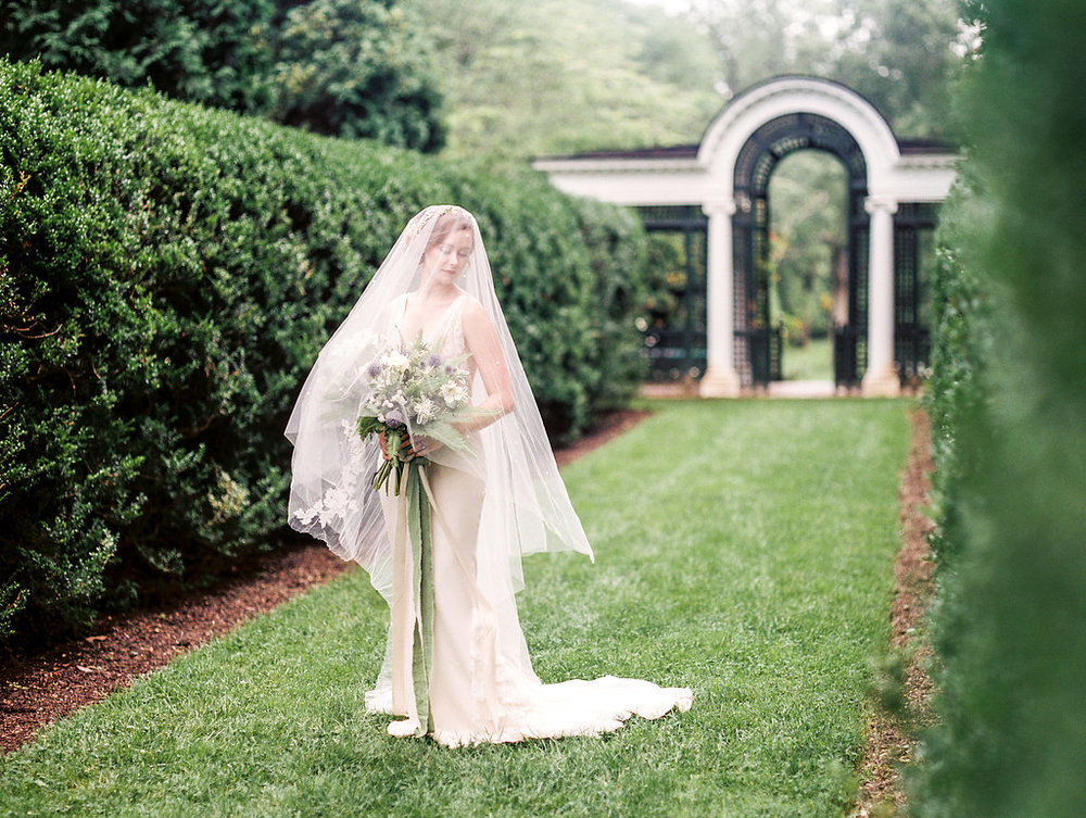 elysian historic oatlands bridal photos virginia wedding photographer lissa ryan photography