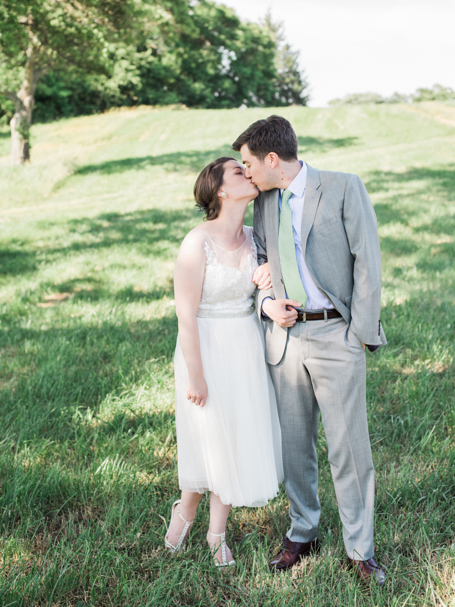 summer early mountain vineyard charlottesville virginia wedding photographer lissa ryan photography