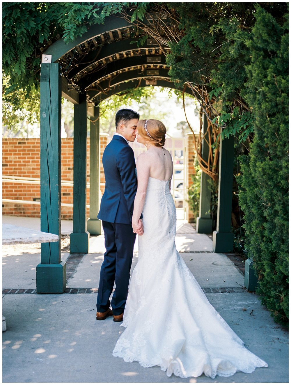 spring pensacola florida wedding at 5eleven Palafox by fine art washington dc and destination wedding photographer Lissa Ryan Photography