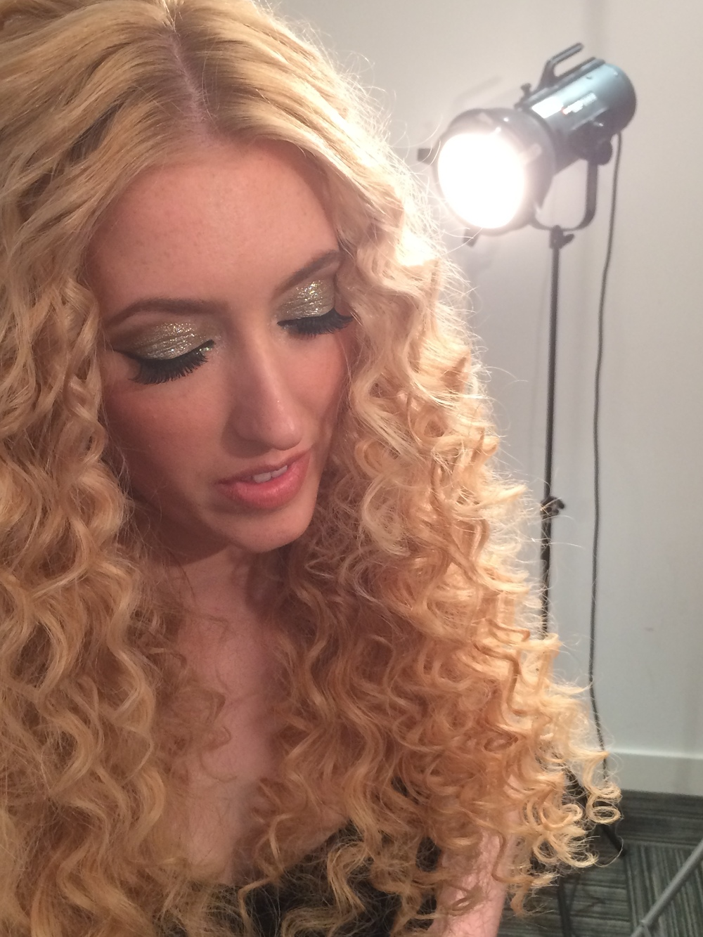 creative makeup artist for great lengths