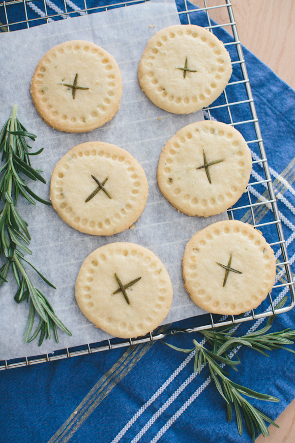 Rosemary Shortbread Rounds // Becca Bakes (www.becca-bakes.com)