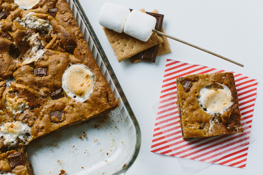 Chunky S'mores Bars // Becca Bakes (www.becca-bakes.com)