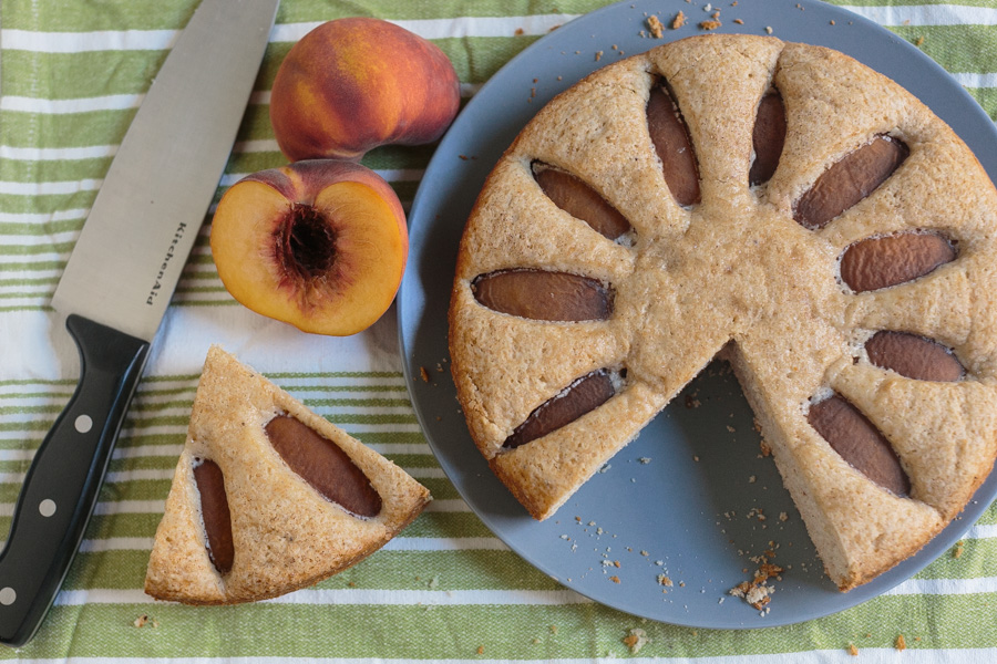 Spiced Peach Pie | Becca Bakes (www.becca-bakes.com)