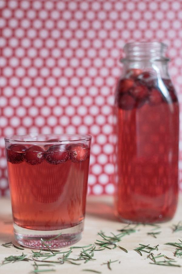 Cranberry Rosemary Spritzer | Becca Bakes (www.becca-bakes.com)