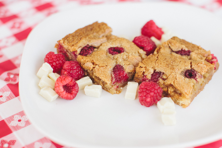 Raspberry White Chocolate Blondies | Becca Bakes (www.becca-bakes.com)