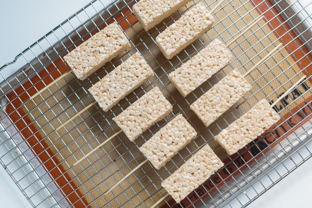 Rice Krispy Treats | Becca Bakes (www.becca-bakes.com)