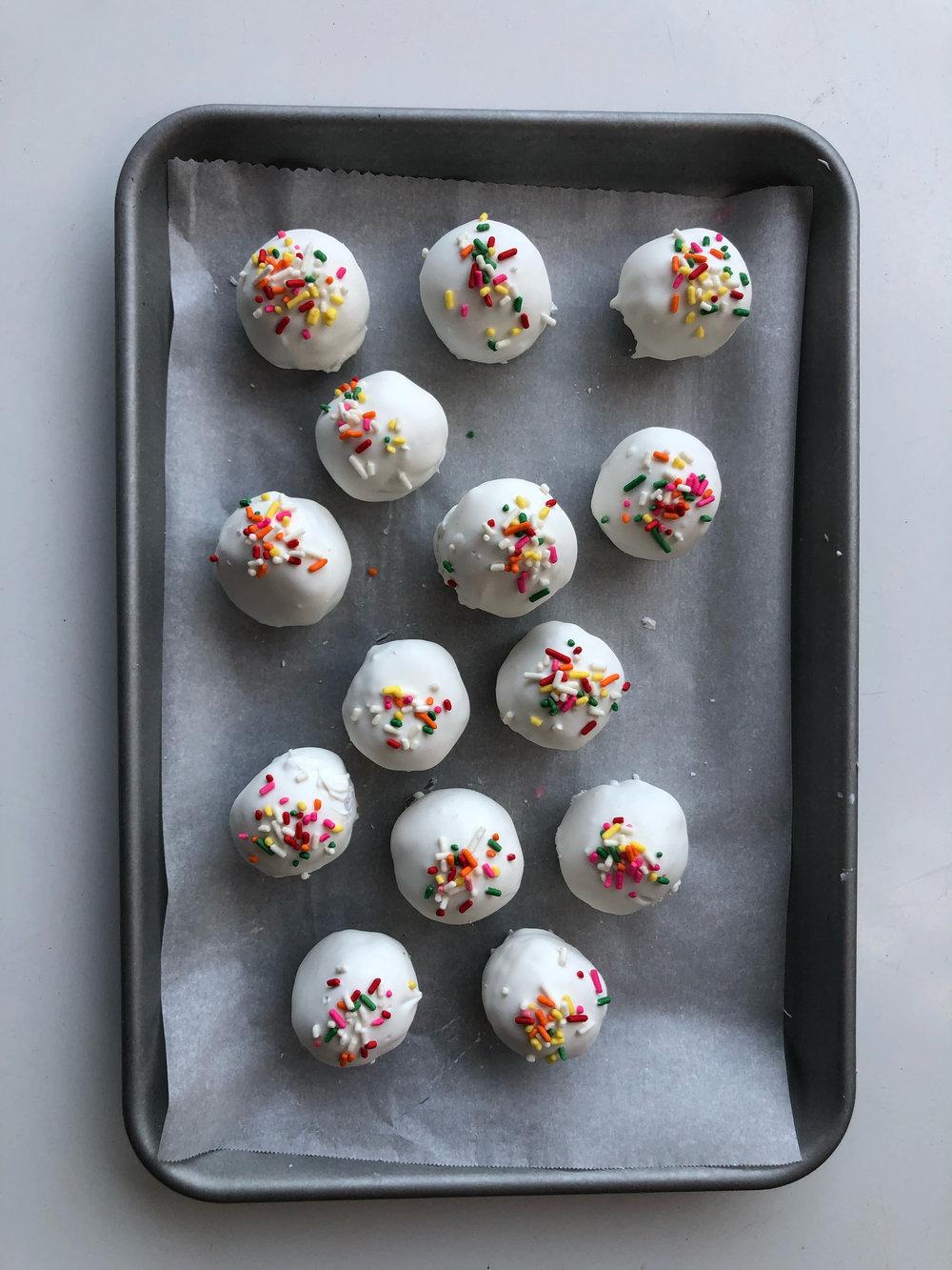 Funfetti Cake Balls | Becca Bakes (www.becca-bakes.com)