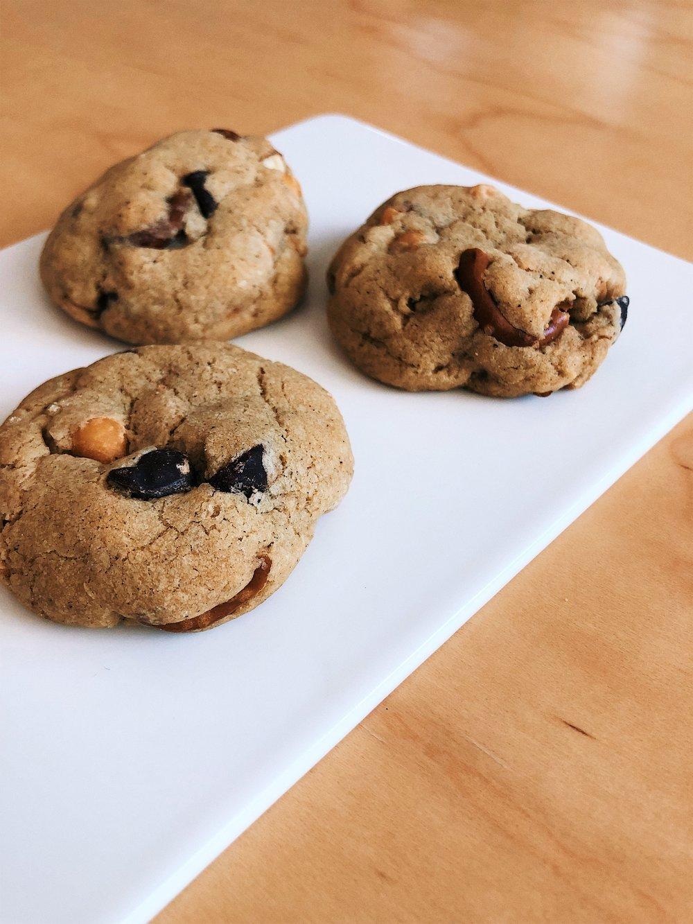 Sea Salt Butterscotch Pretzel Cookies | Becca Bakes www.becca-bakes.com