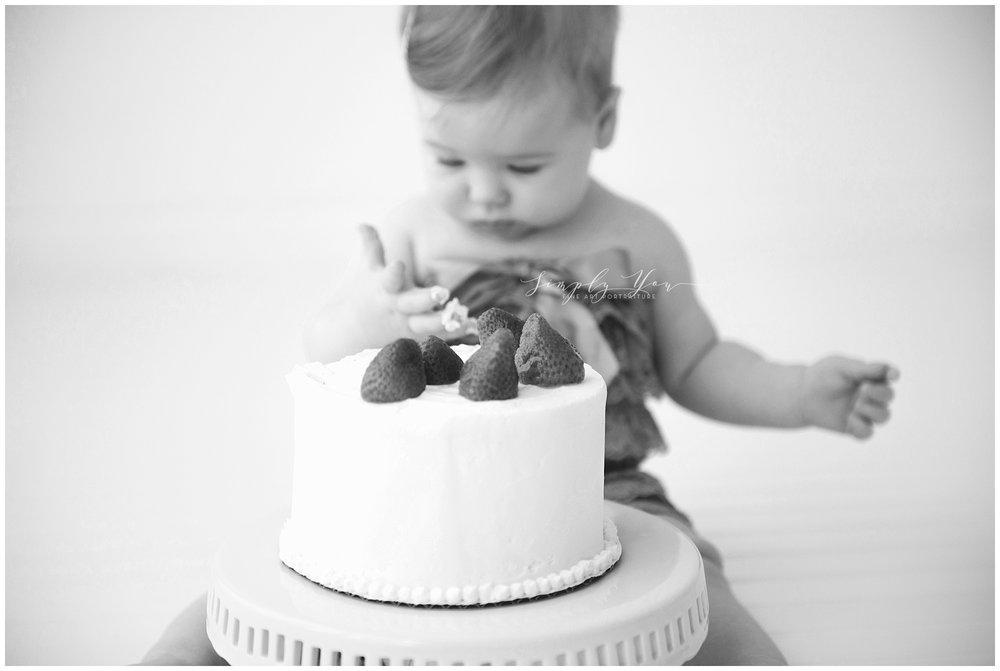 one year cake smash photos baby girl