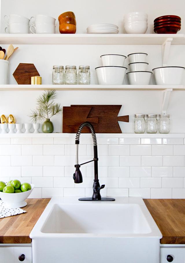 cabin-kitchen-101sm2.jpg