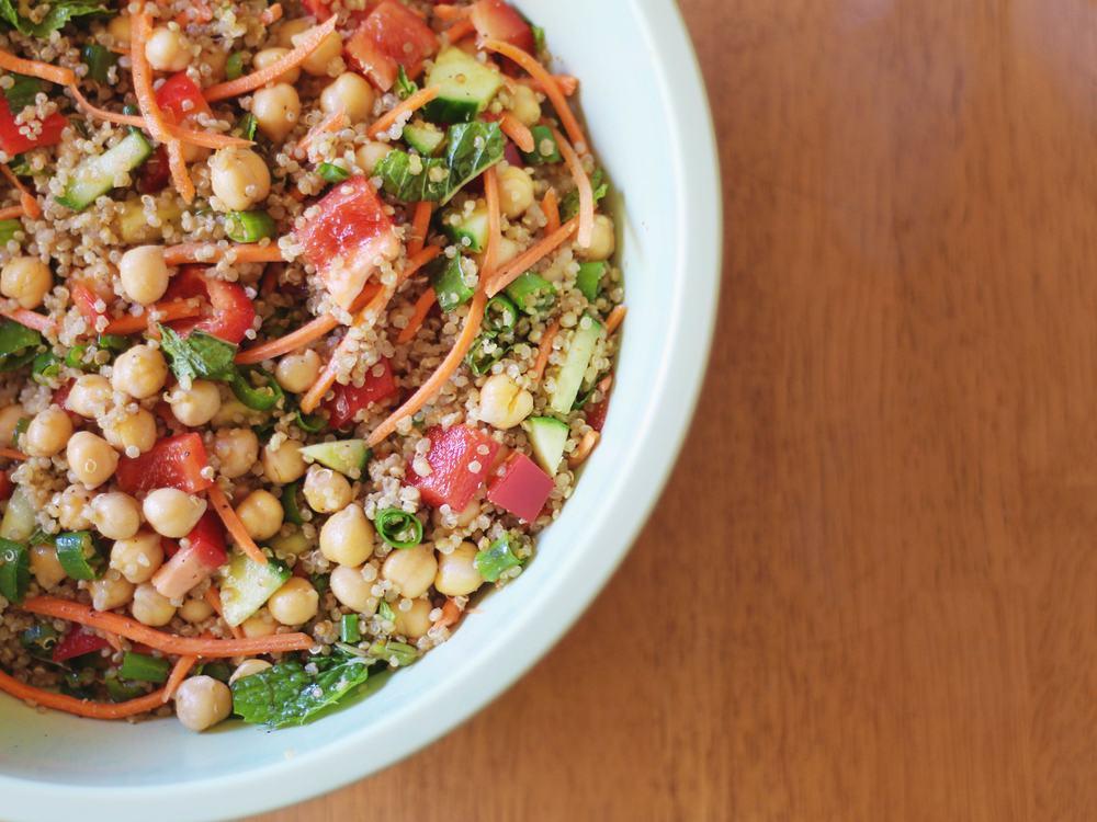 Quick, helathy & delicious Moroccan Quinoa Salad!