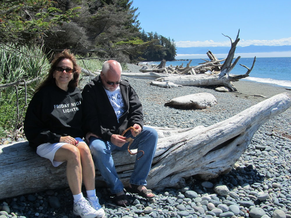 Sheryl and Dennis sitting on log -- examining kelp.jpg