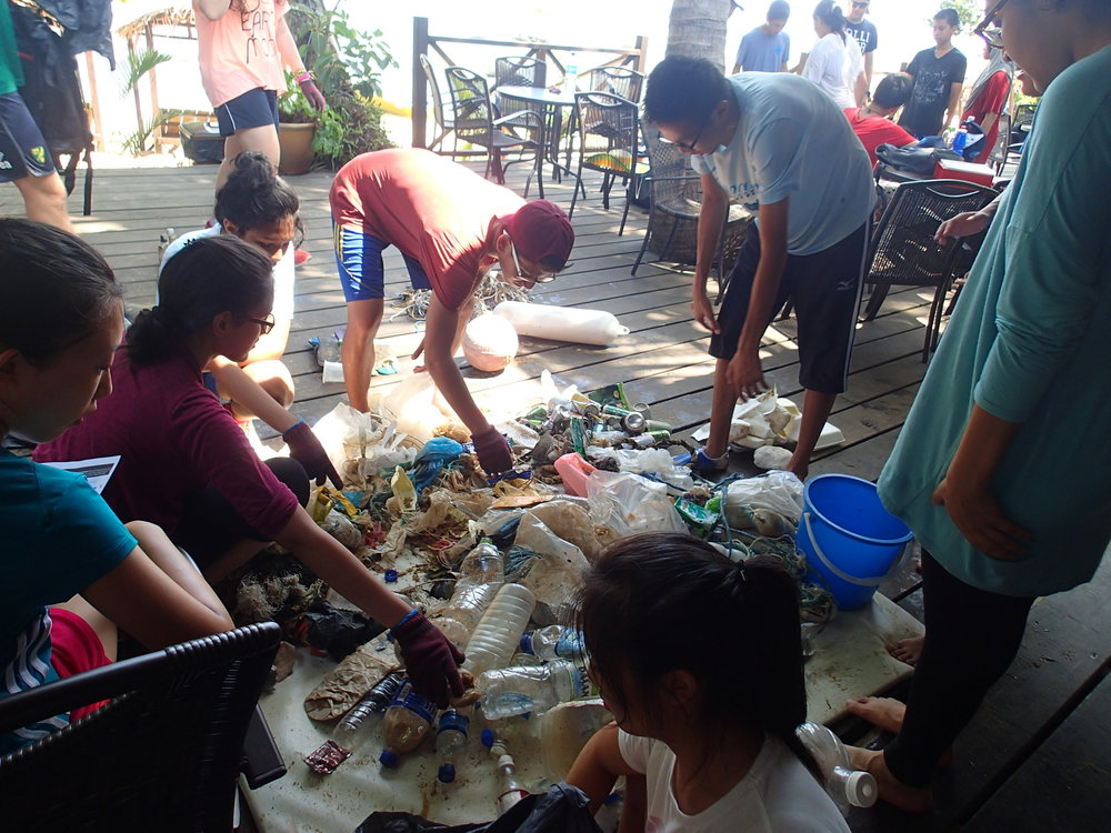 Tioman, Beach Clean Up, Melina Beach, Sorting Rubbish, Students 2.JPG