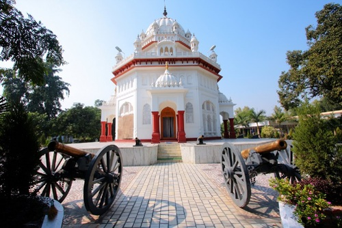 The Saragarhi Memorial Gurdwara (Sikh place of worship) in Ferozepur, Punjab is a tribute to the Sikh soldiers who sacrificed their lives at Saragarhi. The memorial Gurdwara, was built by the army in 1904 with stones from the Saragarhi post and has the names of the 21 Sikh soldiers inscribed on its walls.