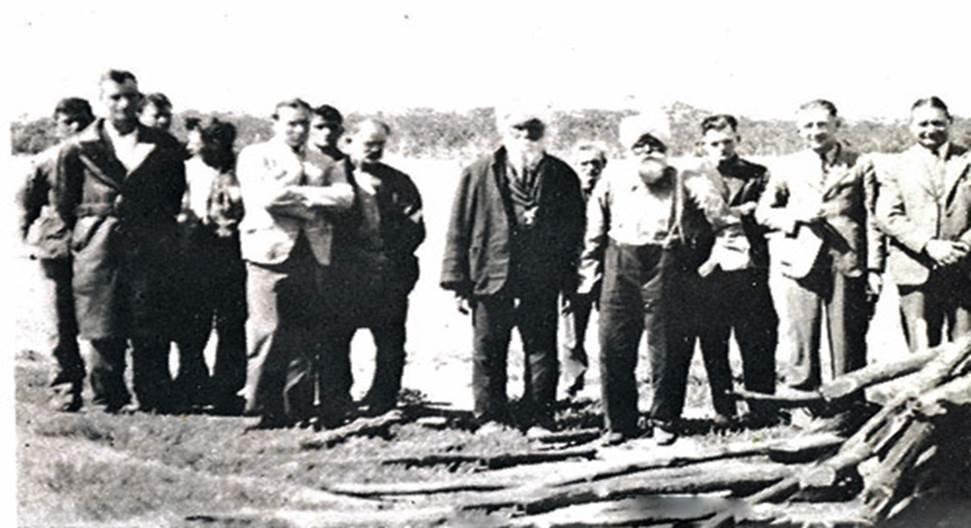 Spoon Singh's funeral in Cunderdin, WA. Spoon Singh had a 2,500 acre farm in Cunderdin in the early 1900's.