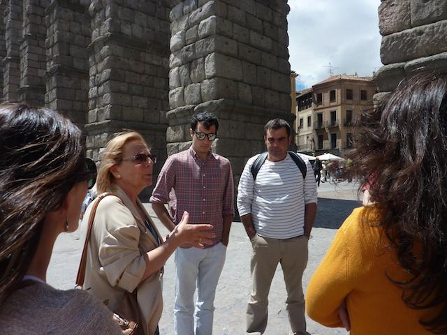 Nuestra guía explicándonos la historia del acueducto